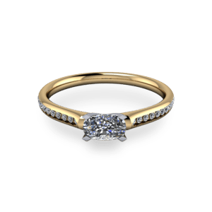 Elegant oval  four claw 14ct yellow gold ring