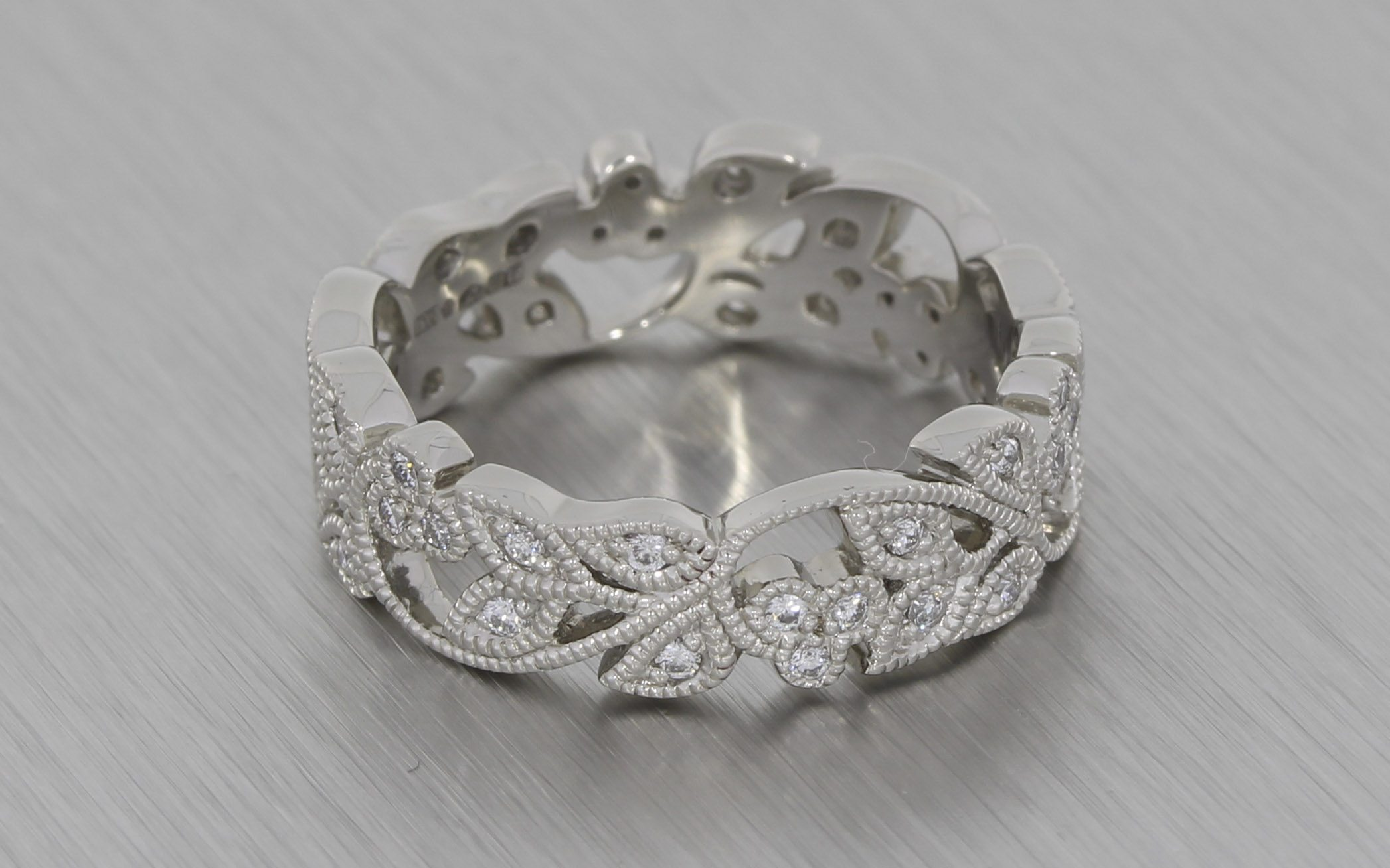 Stunning Vintage FloralStyle Platinum Wedding Band with Milgrain