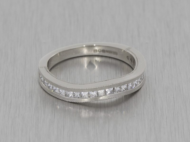 Contemporary vintage fitted wedding band